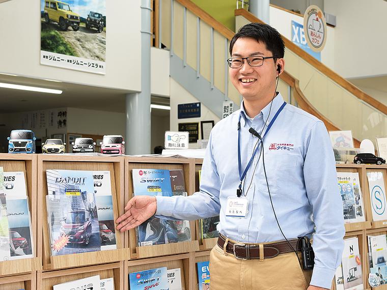 「自分らしくオープンマインドで働ける職場です!人間関係で困ることはありません」と語る飯坂店販売スタッフの渡邊拓さん