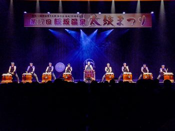 天地響鳴!福島県内外の団体が、迫力ある太鼓の音色を披露