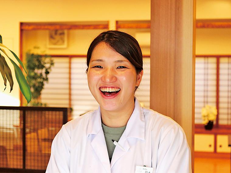 料理長を務める鈴木さん。女性ならではの視点で繊細な料理を作る