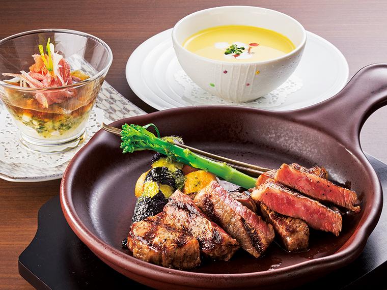 ランチの人気No.1「米沢牛ステーキ2種盛りランチ」(120g、3,800円・税別)。前菜・サラダ・スープ・ライス付き