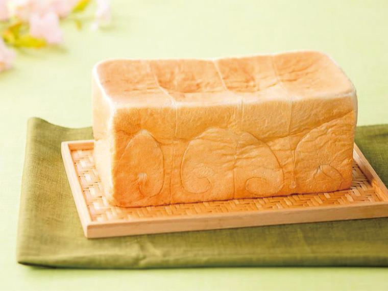 「生」食パン(2斤・864円)は予約もOK!受付は2019年3月1日(金)からスタート
