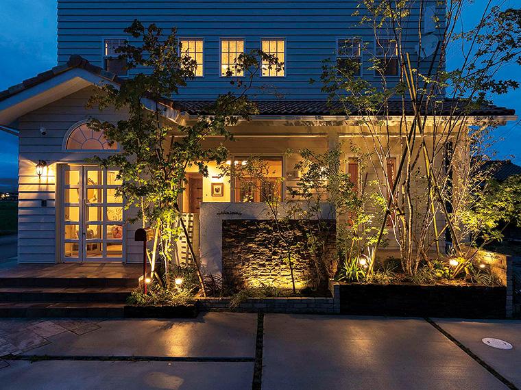 同社が得意とする光による演出で、独創性あふれる庭やファサード(建物の正面)が叶う