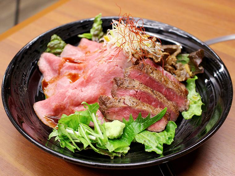 「贅沢三種盛り丼」(1,980円、お新香付き)