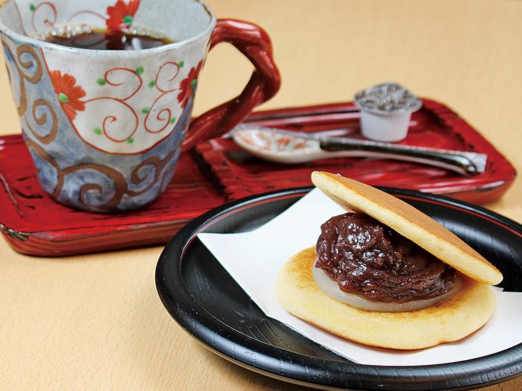 4【どらやき専門店 丹坊 本店】コーヒーと「琥珀」のセット(通常760円)