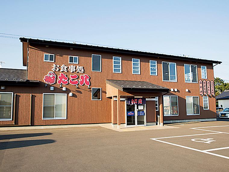 松川浦の県道38号線沿いにある食事処。2階には松川浦の海を眺めながら食事ができる大広間を完備しており、最大80名まで収容可能