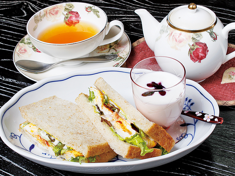 24【CAFE おおとも】十穀パンサンドドリンク付き(通常750円)