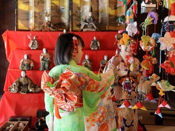 江戸時代から現代までの雛人形を、伝統的家屋をめぐりながら楽しむ