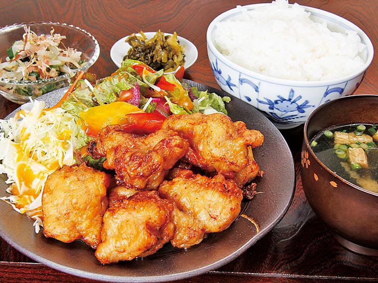 鶏からあげ定食550円〈からあげ・サラダ・ご飯・みそ汁・小鉢・お新香〉【提供時間11:00〜14:30ラストオーダー】