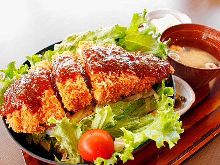 「だてのソースかつジャンボチキン」(890円)