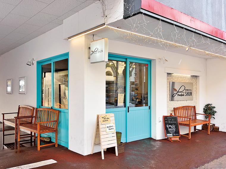 フレンチアンティークを思わせる店構えは、地元の人だけでなく観光客も思わず足を止める