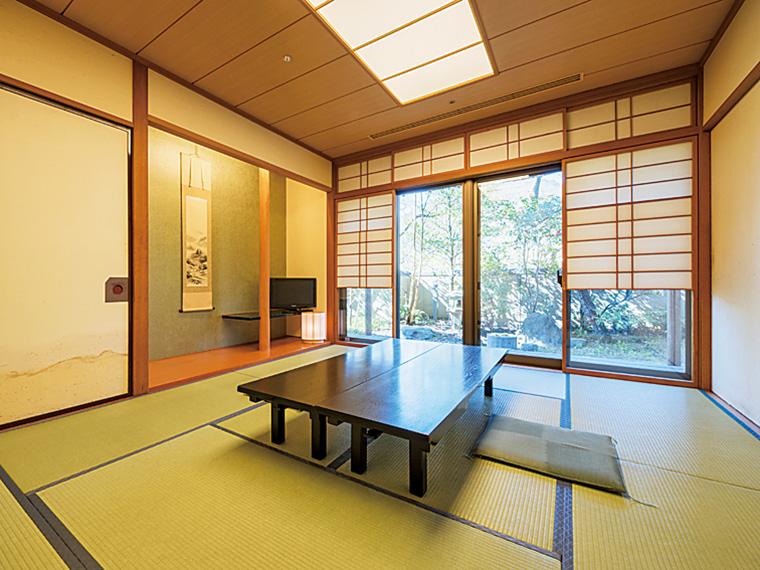 日帰りプランの休憩処「四季亭」。和の落ち着いた空間で、料理に舌鼓を打ちながらゆっくり休める