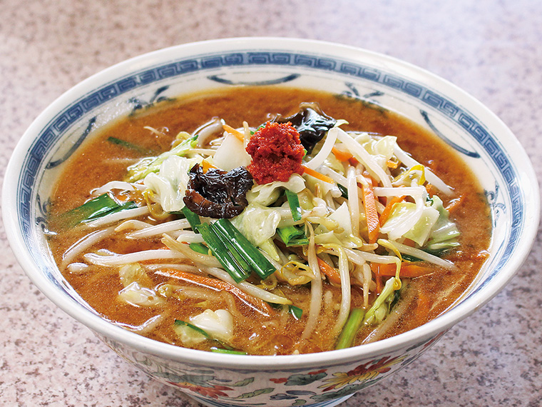 「味噌ら〜めん」(850円)豚と鶏ガラをベースにしたスープに、米沢産の味噌2種類と10種類のスパイスをブレンドした自信作!