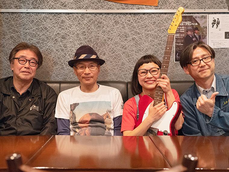 左から社長(Ba)、のりお(Cho&Gt)、ゆか(Vo&Gt)、いさむ(Dr)
