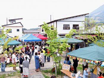 猪苗代町「はじまりの美術館」で開館5周年を祝うマルシェを開催