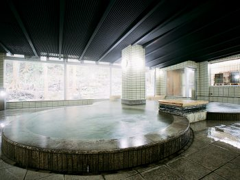 2018年12月、土湯温泉町にオープン!ゆったりと、開放感のある大浴場を堪能
