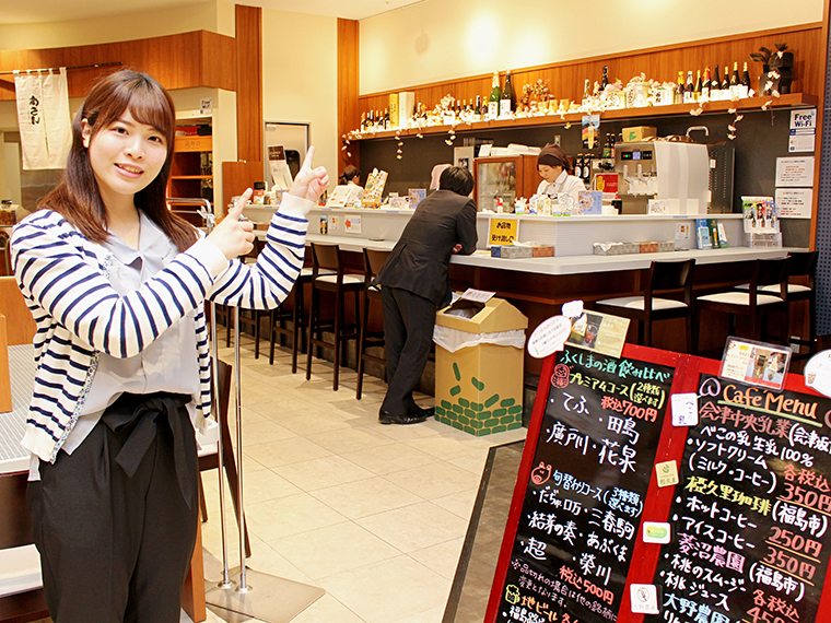 日本酒の飲み比べやスイーツを提供する、『福島県観光物産館』の飲食コーナー「ふくしまラウンジ」へ