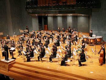 吹奏楽コンクールの課題曲を作曲した近藤氏を招き、楽曲を披露