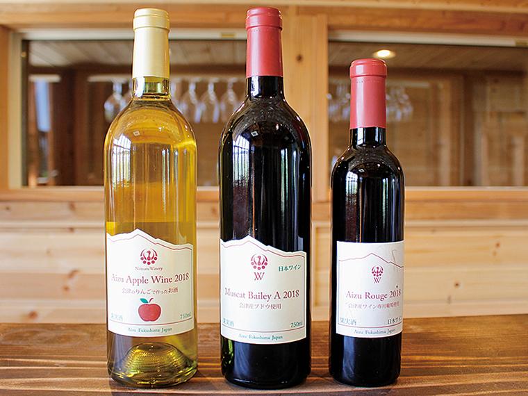 新鶴ワイナリーで販売されているワイン。左から、会津美里町産リンゴを100%使用した「Aizu Apple Wine 2018」(750ml・1,296円)、柔らかい渋みの「Muscat Bailey A 2018」(750ml・2,160円)、3年目の若木から収穫したブドウで作る「Aizu Rouge 2018」(375ml・1,296円)※数量限定、試飲不可