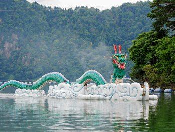 大蛇伝説が残る沼沢湖で、打ち上げ花火や数々のアクティビティを楽しもう!