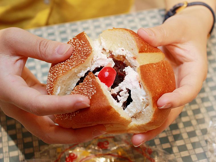 ぎっしり詰まったあんこと生クリーム!『よつわりパン』(148円)