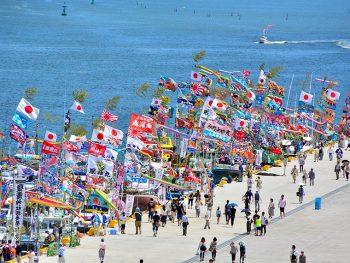 「日本三大船祭り」の一つに数えられる『塩竈みなと祭』。前夜祭には打ち上げ花火も