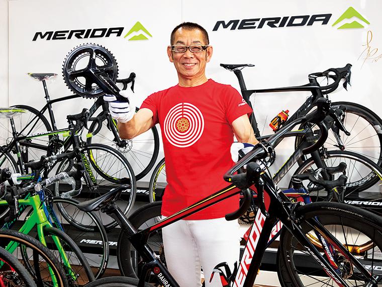 """「自転車を自分の愛馬のように感じてもらえればより楽しさが増しますよ」と吉野さん。「状態を見れば、自転車の気持ちがわかってしまう」と話す様は""""自転車のセラピスト""""のよう"""