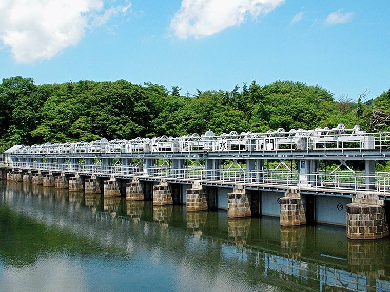 安積開拓・安積疏水開さく事業のシンボル的構造物「十六橋水門(じゅうろっきょうすいもん)」