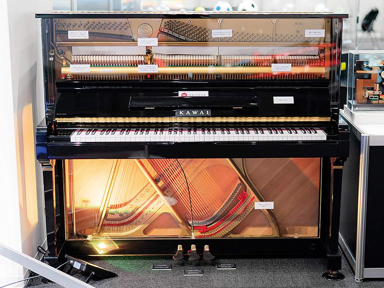 ピアノの音が鳴る仕組みを目で見てわかる。普段は見えない内側の世界が覗ける