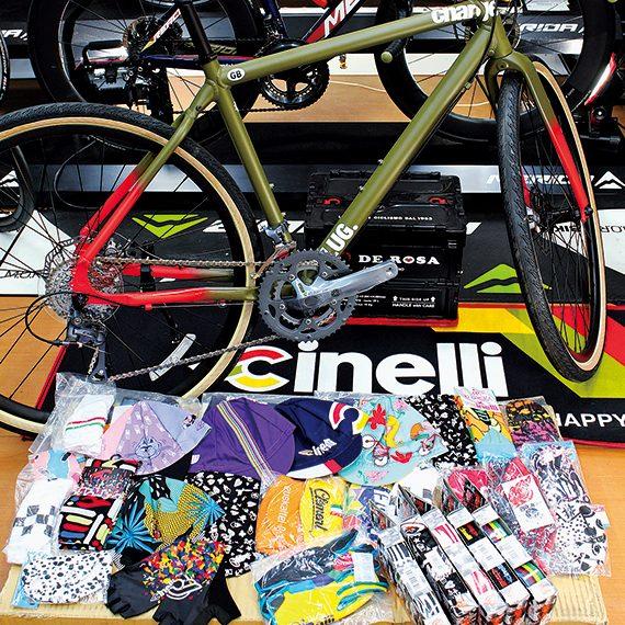 カラフルでおしゃれなサイクルキャップなども充実。シーズンごとの限定品なのでコレクション性も高い