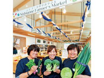 新鮮な野菜や特産品が並ぶ西郷村の直売所。軽食メニューも揃い、観光の足休めにも最適