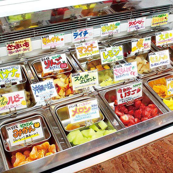 新潟県内外からよりすぐった、旬のフルーツや野菜が揃うため時期によって組み合わせも様々