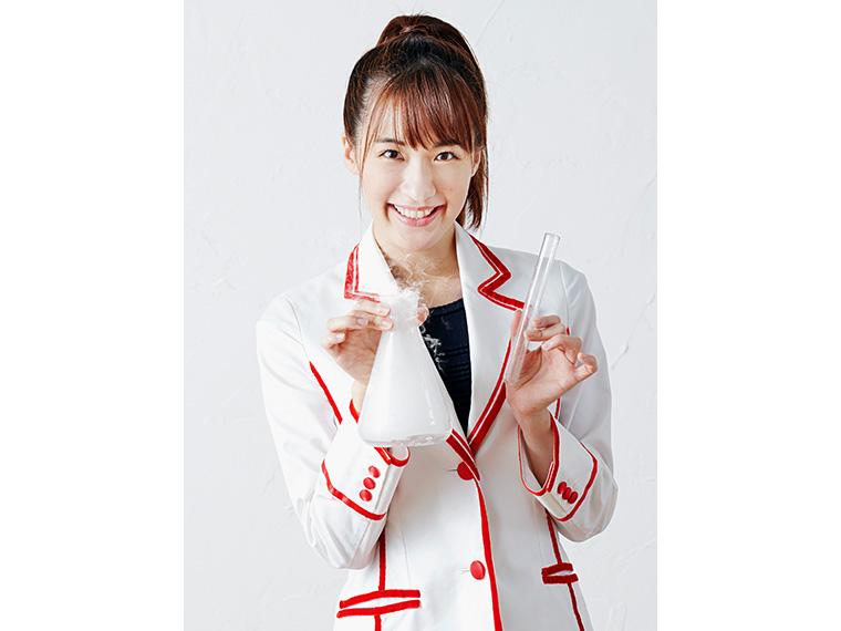 """""""科学のお姉さん""""の五十嵐美樹さん。おもしろかわいい、踊れるサイエンスショーを披露!"""