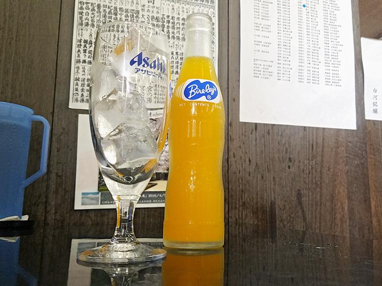 「夢の味 バヤリースオレンジ」(300円)。今回は、「初恋の味」と迷いながらも「夢の味」に決定!