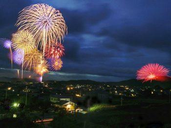 江戸時代から続く、伝統ある「浅川の花火」
