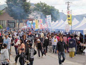 田村市の特産・名産が勢揃い!ステージには人気お笑いコンビ「フォーリンラブ」も
