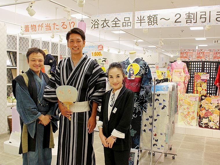 着付けを担当してくれたスタッフの美谷さん(小牟田選手右隣)。男性に着付けするのは久々だそうで、カトエリの興奮を分かち合ってくださいました