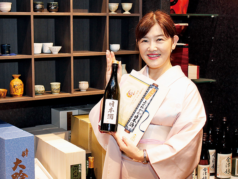 日本酒学講師「関口もえ」による講座。女性の参加も多いとのこと。座学で知識を学んだあとは、実際に日本酒を試飲して楽しもう(日本酒3種、通常500円〜)