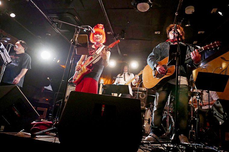 メンバーはそれぞれ某有名アーティストのアレンジなども手掛ける。七宮(Vo&Gt)は福島市出身