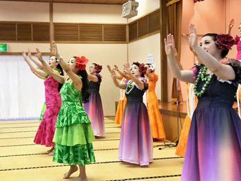 阿波踊りなどの多様なダンスをステージで披露!