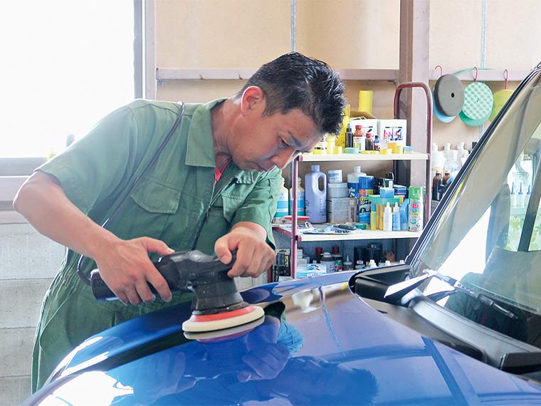 代表・向田 誠さん。東京生まれ、宮城育ち。仙台の車磨き専門店で20年勤務後、独立。丁寧な対応と明るい人柄で信頼を得ている