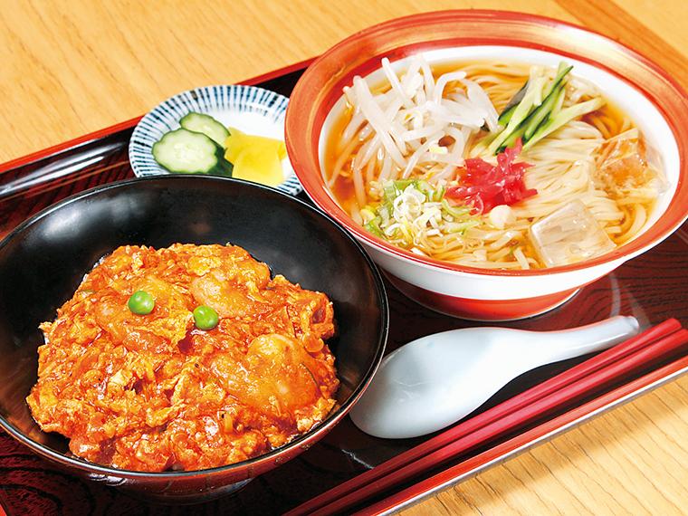「チリたま丼と冷たいラーメンセット」(700円)※2019年9月1日(日)〜30日(月)提供