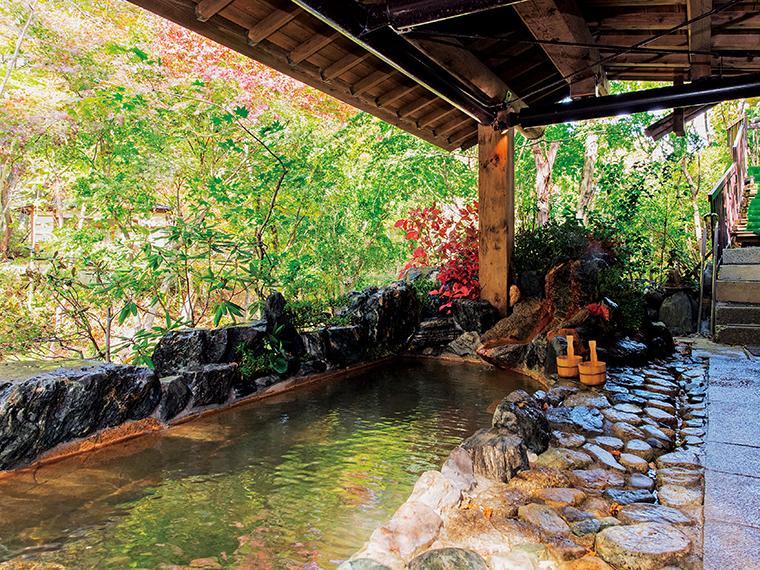露天風呂「鰍(かじか)の湯」。日替わりで男女入れ替え。冬期は利用不可