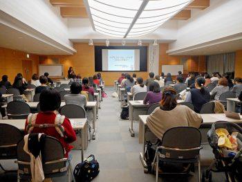 臨床心理士の安部郁子氏による、子育ての秘訣を学べる講演会