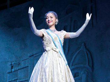 数々の賞を受賞した『エビータ』を、劇団四季が上演