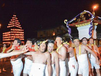 神輿で子どもも大人も、男も女も威勢よく祭りを盛り上げる!