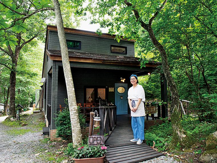 自然豊かな「あぶくまキャンプランド」内にあるコピスCafe。「青卵のオープンサンドもおいしいですよ」と鈴木さん