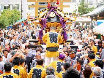 幻想的な連山車、威勢の良い神輿。福島の街が『福島稲荷神社例大祭』で熱くなる