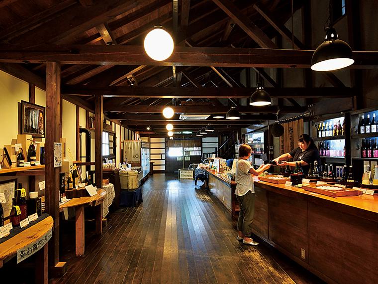 かつての蔵を「北方風土館」として開放。蔵見学のほか、試飲販売も行っている