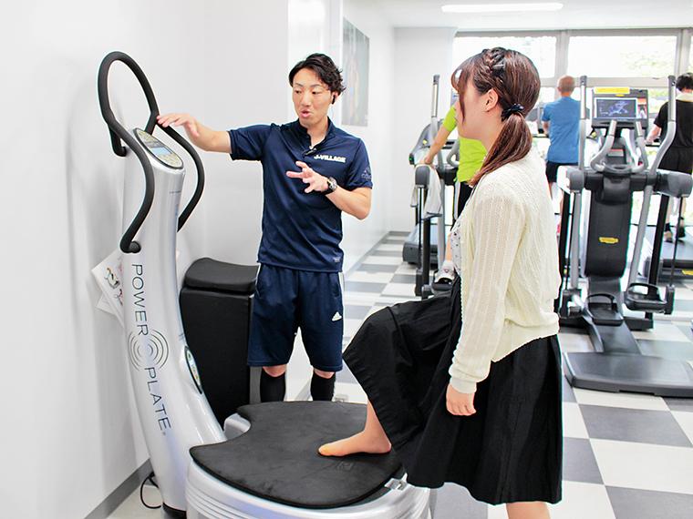 トレーニングジムでは多様な用途がある機械を体験できる