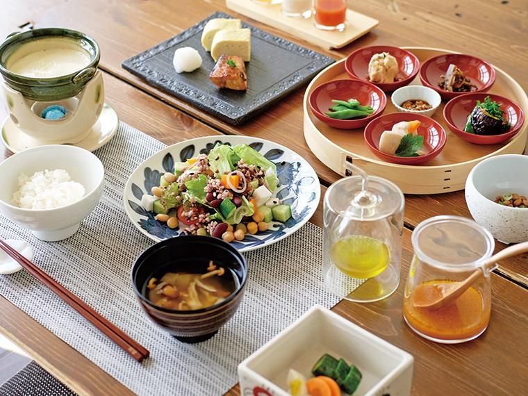 須賀川市のビオホテル認定宿「おとぎの宿 米屋」の朝食・足湯を体感しよう